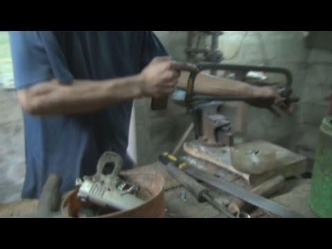 フィリピン・セブ島に「銃の町」 Illegal gun making alive and well in Philippines