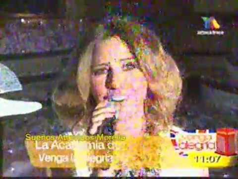 Raquel Bigorra cantando Vestida de Azucar de Gloria Trevi