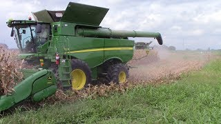 2,800 Acre Corn Field Harvested by 5 John Deere S690 Combines