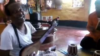 Menoka Mathay Dilo Ghomta - Basudeb Das Baul & Babi