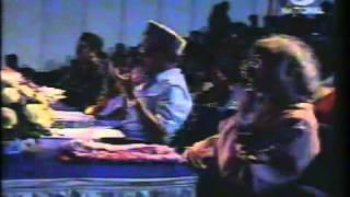 sunidhi chuhan Singing in front of Legends .flv