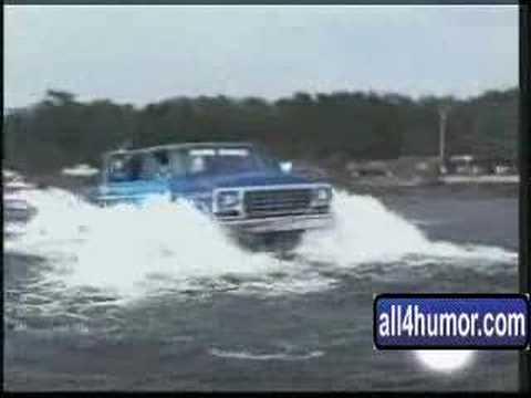 Kaninyaei Monster Truck in the water