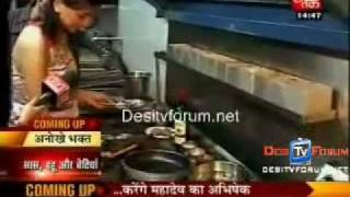 Gauri makes Grilled Chicken for Hiten...