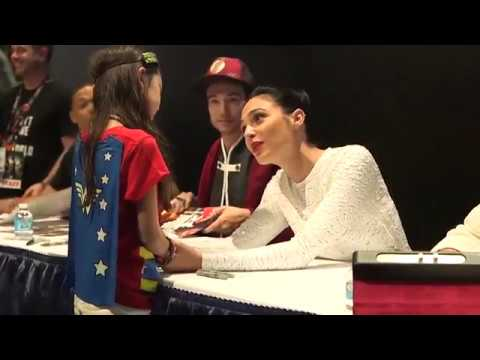 Xxx Mp4 Gal Gadot Comforts Young Wonder Woman Fan At Comic Con 2017 3gp Sex