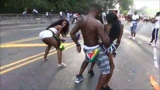 BLACK GIRLS WHINING TWERKING AND DANCING TO SOCA MUSIC ON THE CARNIVAL PARADE