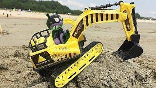 アンパンマンのおもちゃでアニメのような砂遊びをするヨ!ショベルカーと海水浴場の砂場で砂遊び!水遊び!はたらくくるまと夏休みを楽しもう!