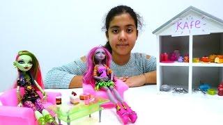 Monster High'le kafe oyunu. Yemediklerini hayvanlara ver kampanyası. #Kızoyunları