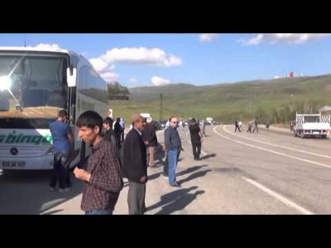 PKK yol kesip Muş Karayolunu ulaşıma kapattı \ 30 05 2014 \ MUŞ