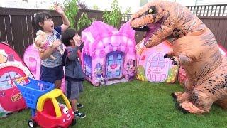 ベビーちゃんの おうち 探し!!! 恐竜 でた~!!! こうくんねみちゃん Dinosaur Baby Alive  House hunting