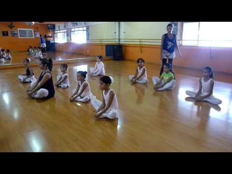Ballet infantil Alongamento