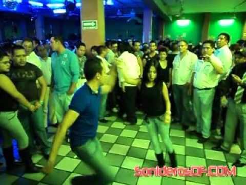 LOS MEJORES BAILARINES SONIDEROS 2 SONIDO LA CHANGA SALON CARIBE