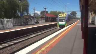 INTERCITY SUPER FAST TRAIN AT CLAYTON STATION , MELBOURNE ( AUSTRALIA ) MAH05613