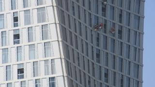 Dubai Fensterputzer in luftiger Höhe Dubai Window cleaner in airy height Dubai Limpieza de ventanas
