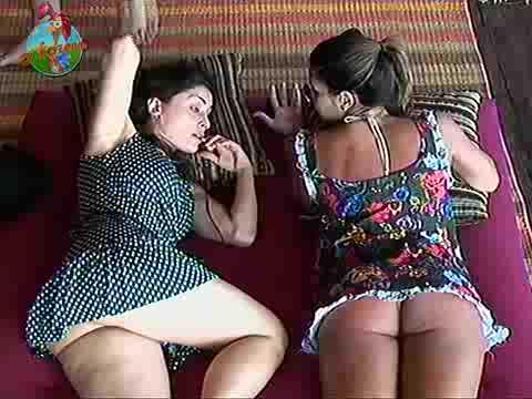 A Fazenda Danielle e Franciele pagam calcinha na Fazenda