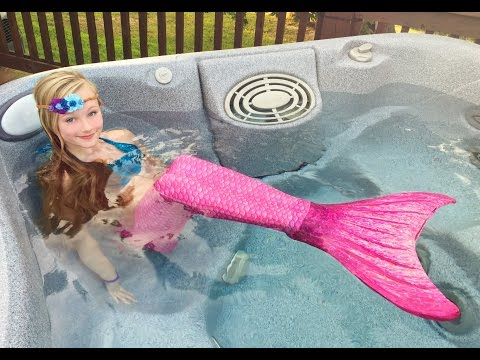 The day Princess Ella become a real mermaid. She has to be rescued by Batman. W blind bags