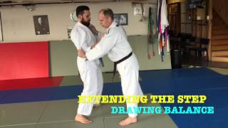 JUDO Weight transfer & kuzushi  Drawing larger steps   All about JUDO