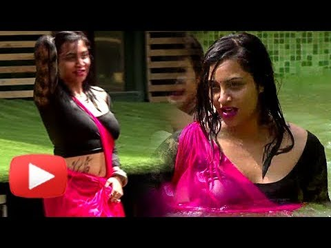 Xxx Mp4 Arshi Khan In Wet Saree Bandgi Hina Khan Benafsha BIKINI Act Bigg Boss 11 Review 3gp Sex