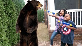 GIANT BEAR! vs Shasha and Shiloh - Onyx Kids