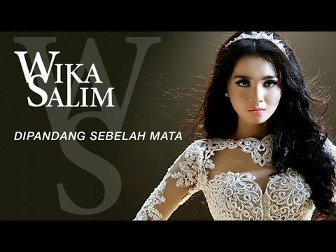 Wika Salim - Dipandang Sebelah Mata (Official Music Video)