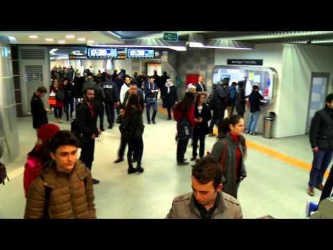 Şehreküstü-Bursa Metro İstasyonunda Müzik Dinletisi
