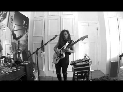 TASH SULTANA NOTION LIVE BEDROOM RECORDING