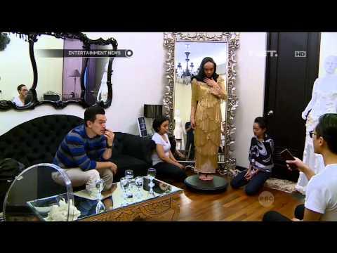Temmy Rahadi dan Ira fitting baju untuk resepsi pernikahan