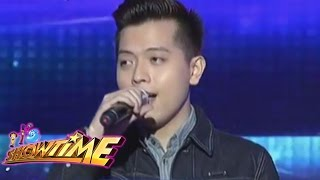 Jason Dy sings