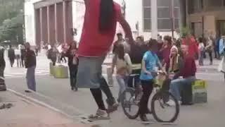 کلیپ های جالب و خنده دار ایرانی Funny Iranian Clips  هنرنمایی در خیابان بر روی کش !!!