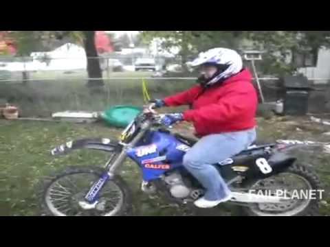 Compilación de videos de mujeres sobre ruedas