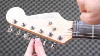 Cómo cambiar las Cuerdas a tu Guitarra Eléctrica - Principiantes Tutorial Electric guitar