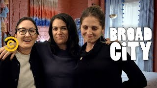 Broad City Set Tour: Abbi Jacobson Shares Her Character's Ever-Changing Apartment