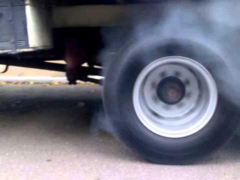 Burnout com caminhão 1113