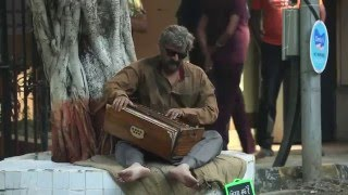 Sonu Nigam dressed like a beggar and singing on the streets. (HD)