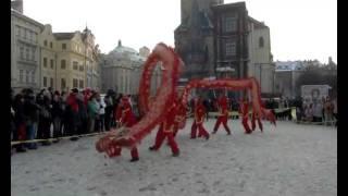Dračí tanec na zahájení Pražského carnevalu - 11.2.2012