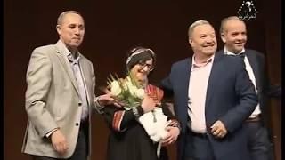الفنان سيد علي بن سالم يكرم الفنانة القديرة نوارة / مارس 2018