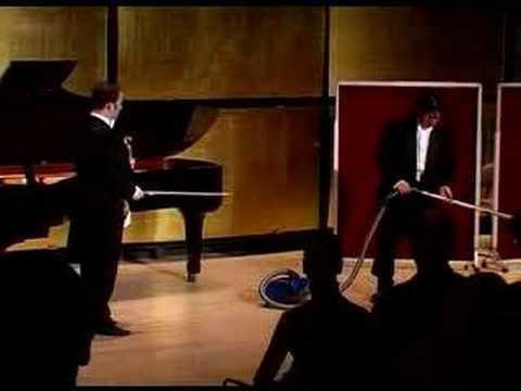 IGUDESMAN & JOO Riverdancing Violinist