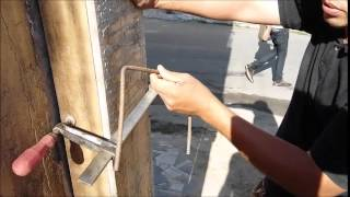 como prender uma coluna encostada na parede de um jeito facil