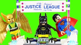 The Lego Batman Movie Justice League Anniversary Party With Egghead Mech Food Fight Toy Review