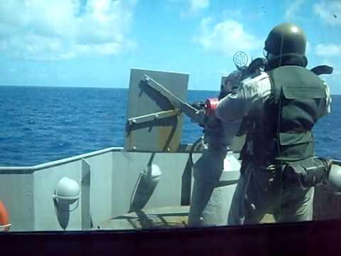 Explosão com metralhadora da Marinha