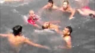 فيديو إنقاد شاب من موت محقق في شاطئ كابو نكرو بمارتيل