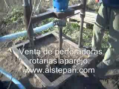 Perforar su pozo de agua propio.Perforación de pozo para abastecimiento de agua.