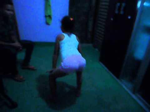 menina de 5 anos dançando o bonde das maravilhass