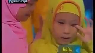 صوت رهيب لطفلة إندونيسية كفيفة تبكي الجميع في مسابقة القرآن الكريم