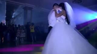 عروس وعريس برومانسية وحب لامثيل لها ❤ ياسلام ياهيك الحب يابلاش   يارب تطعمنا 😢   مجلة وجع