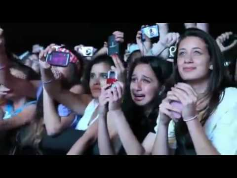 Beliebers  Fans Reactions to Justin Bieber (compilation)