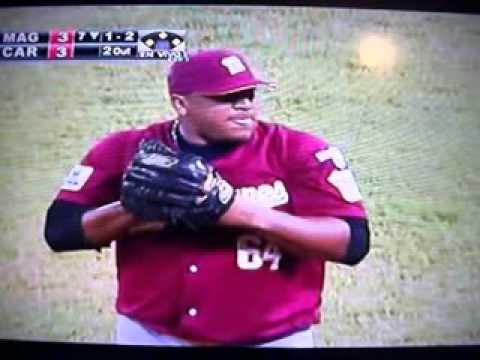 Out robando el home de Hernan Peréz en juego Caracas Magallanes