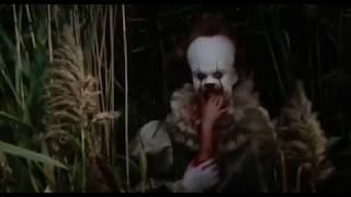 It 2017, Pennywise waving with cut off arm