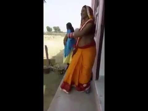 Desi aunty dancing boobs show / desi maal ka dance