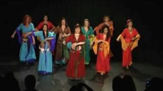 Arabischer Bauchtanz (Raqs Sharqi) mit Zimbeln. Improvisation von Chryssanthi Sahar und Ensemble