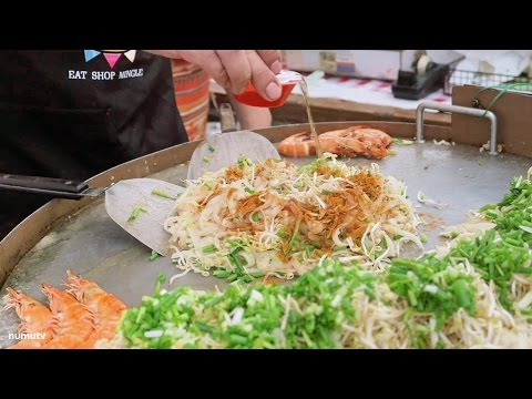 PAD THAI in Legazpi Sunday Market (Makati, Philippines) | Thailand Street Food in the Philippines